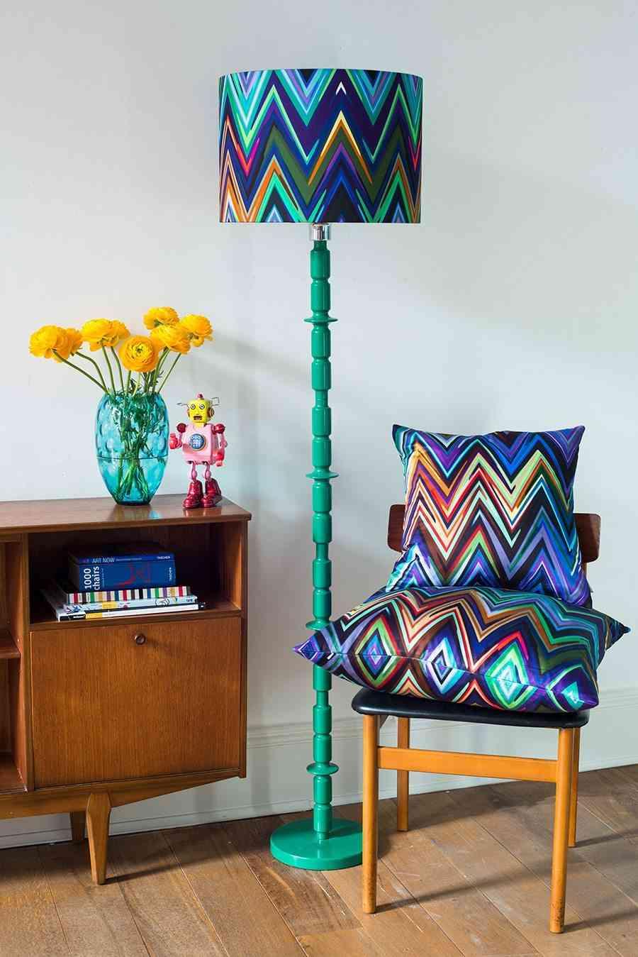 decoracion moderna con rayas Parris Wakefield Zig Zag Shade & cushion