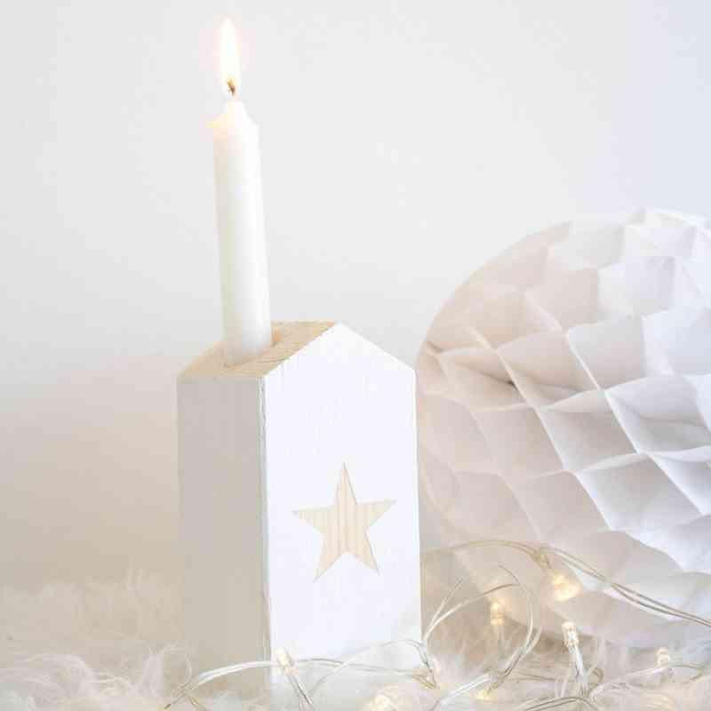 casita-de-madera-portavela-estrella-blanca