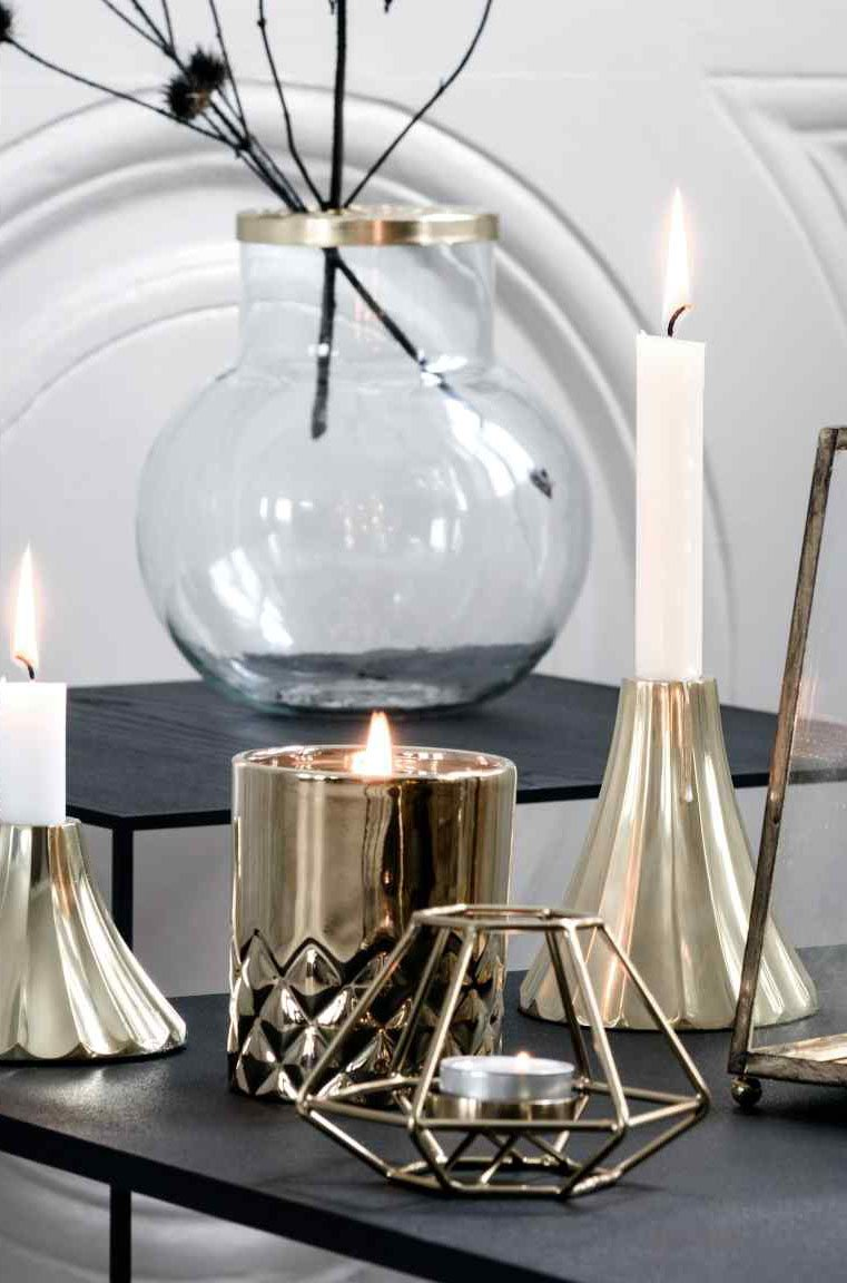 decoración con velas de Navidad hm velas doradas