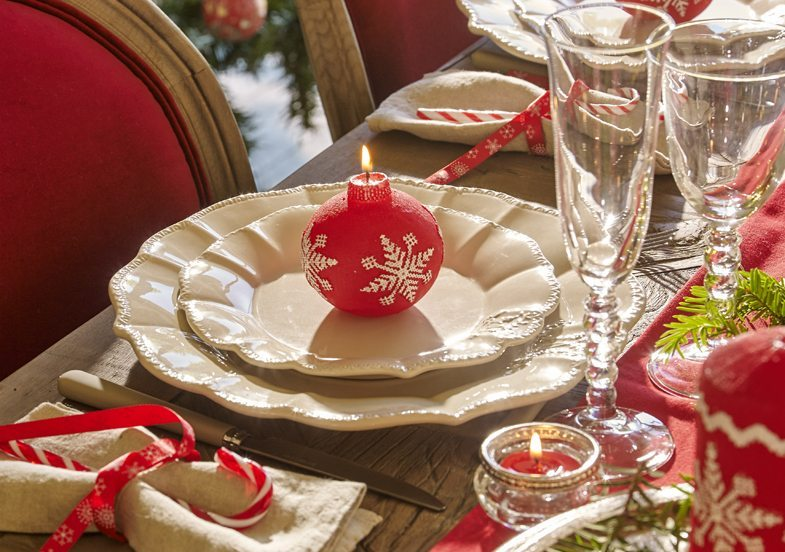 mesas decoradas para Navidad maisons detalle en rojo