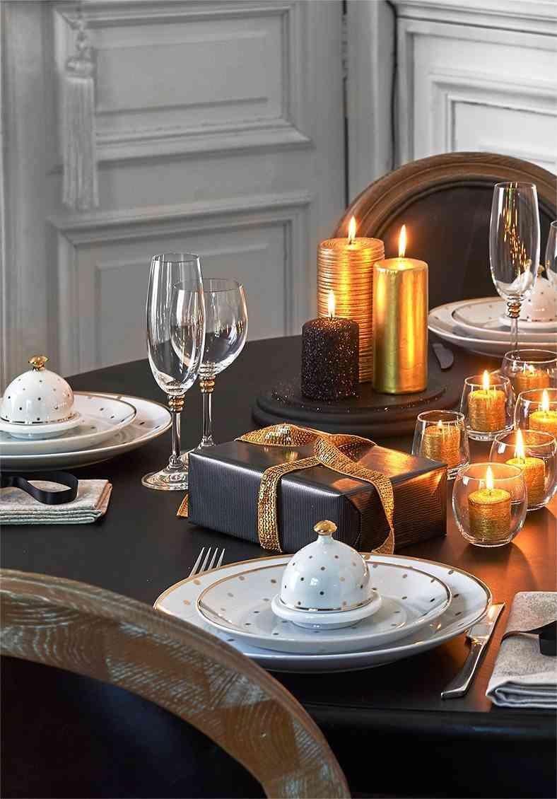 mesas decoradas para Navidad maisons negro y dorado