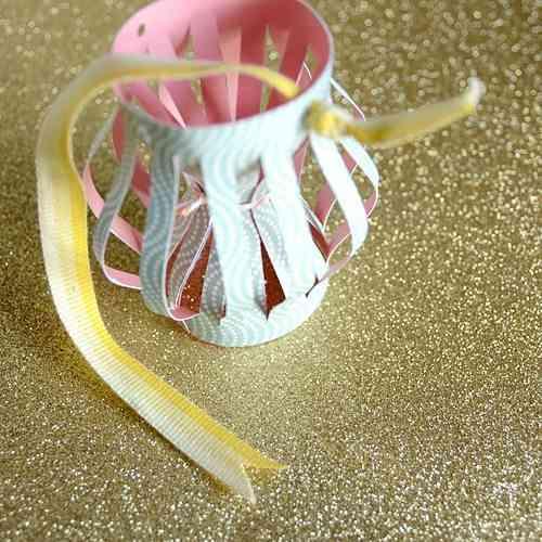 Manualidad de Navidad - farolillos de papel - 5