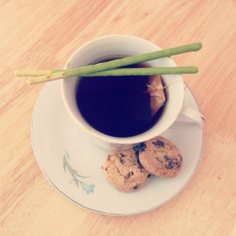 taza de té y pastas