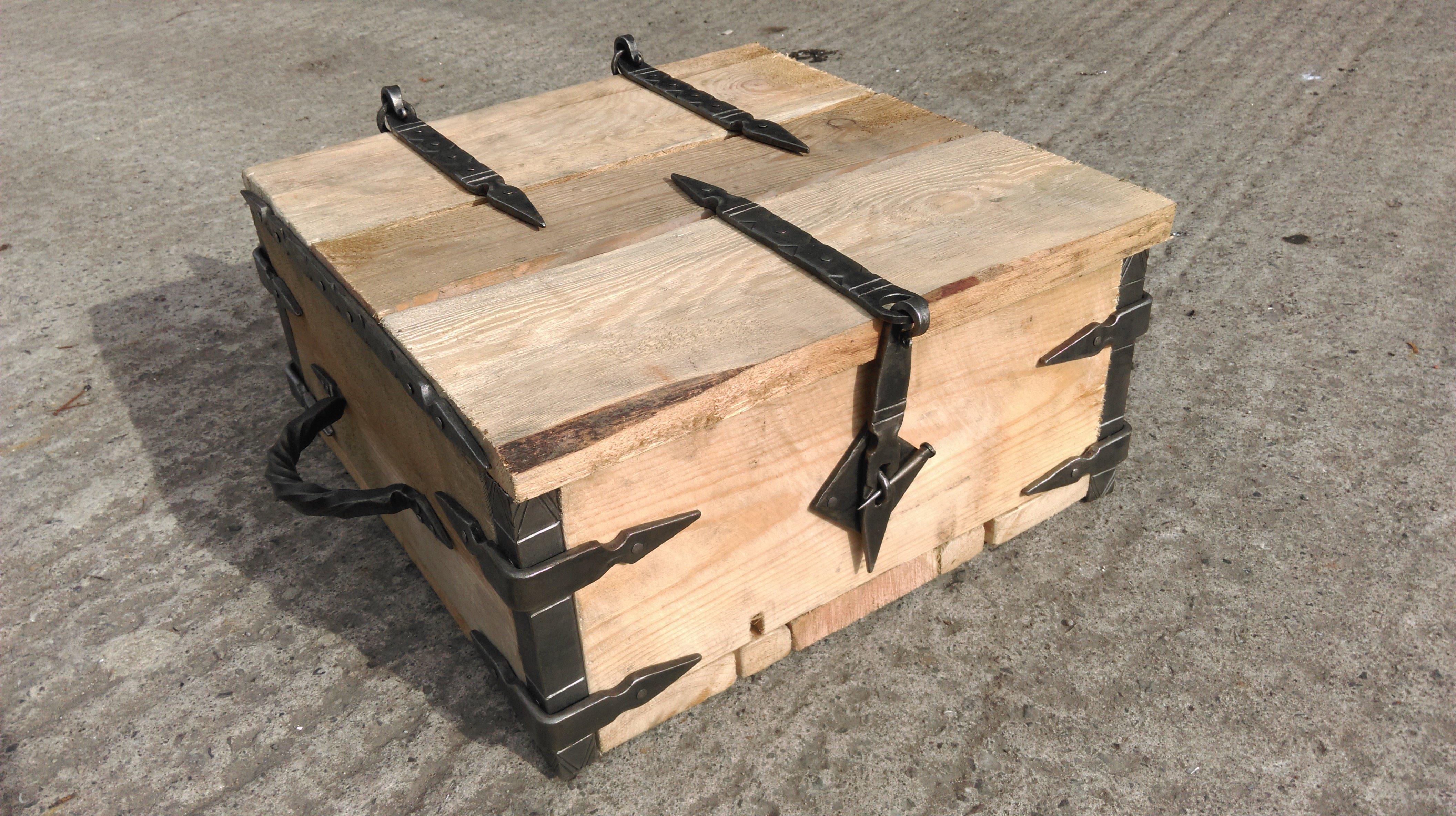 caja hecha con restos de palet