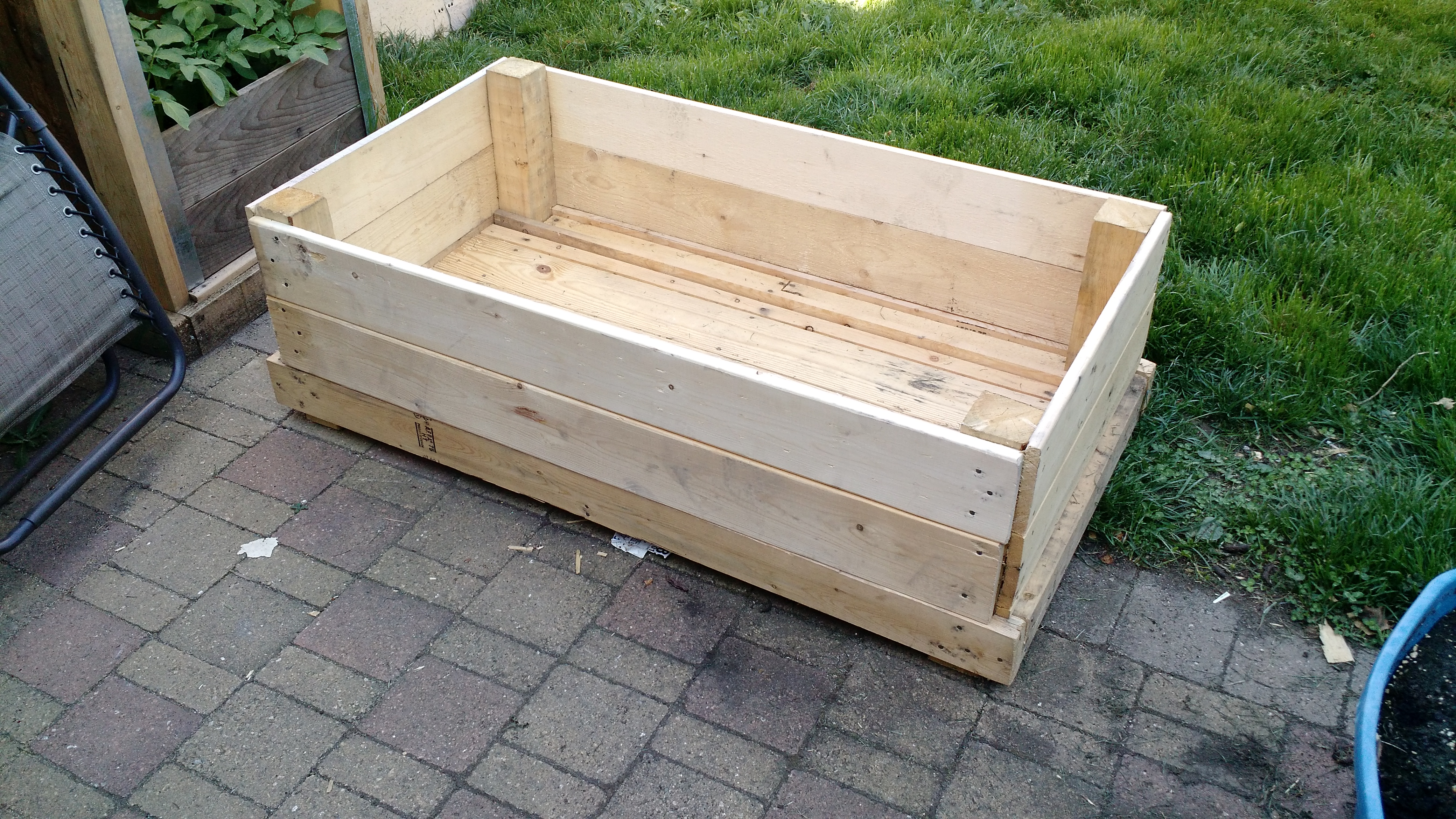 jardinera hecha con maderas