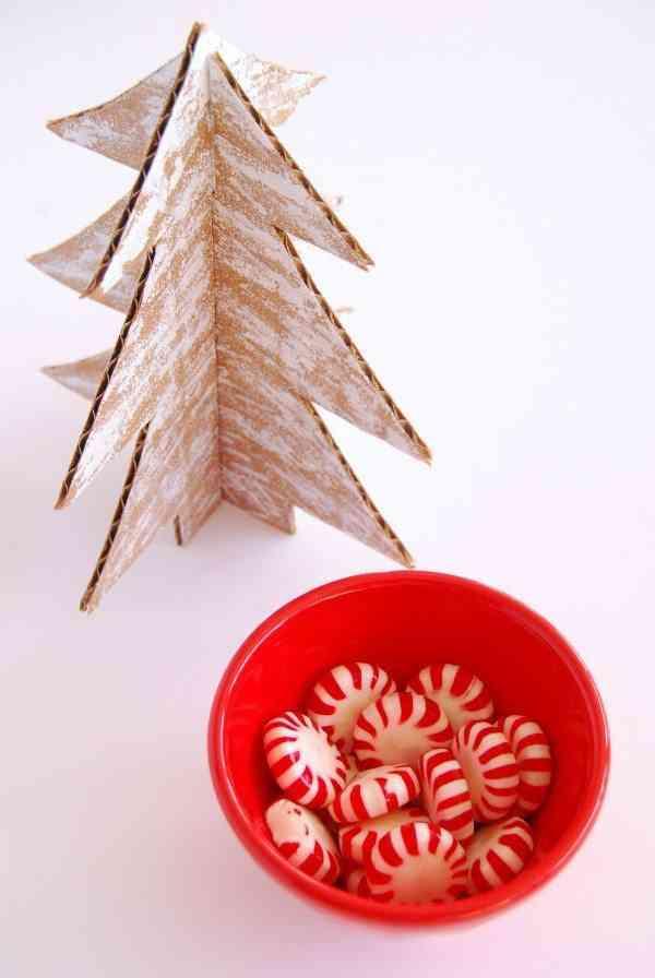 arbol de Navidad de cartulina bol rojo