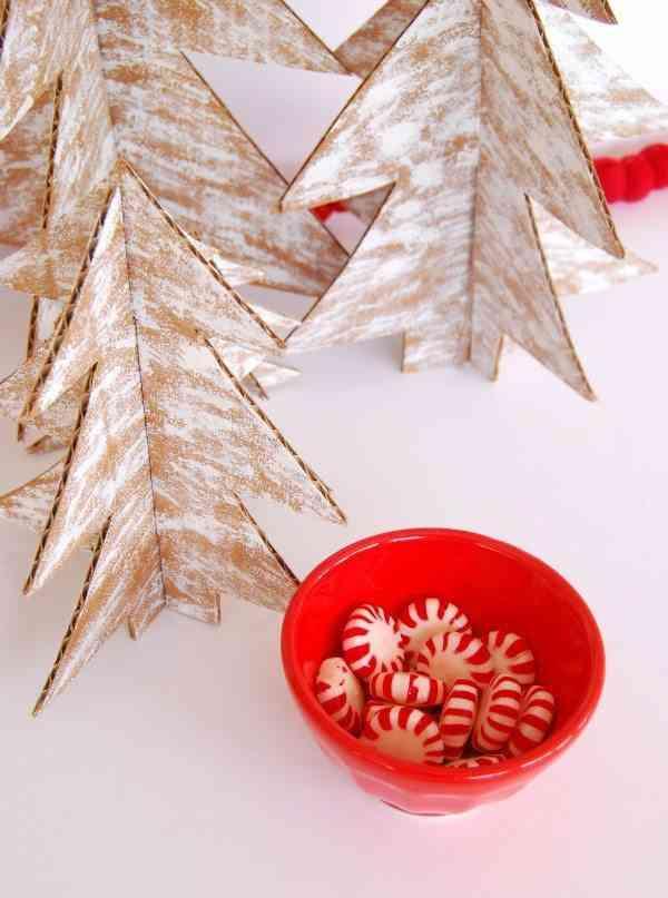 arbol de Navidad de cartulina detalle con bol rojo