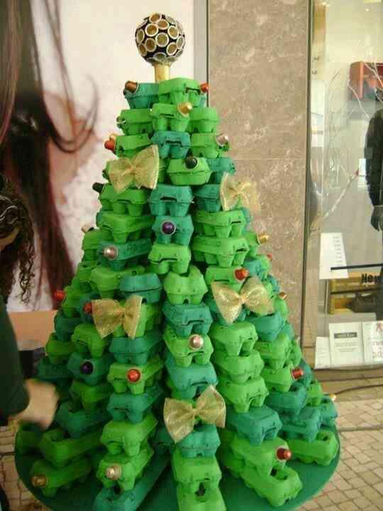 arbol de Navidad de cartulina hueveras
