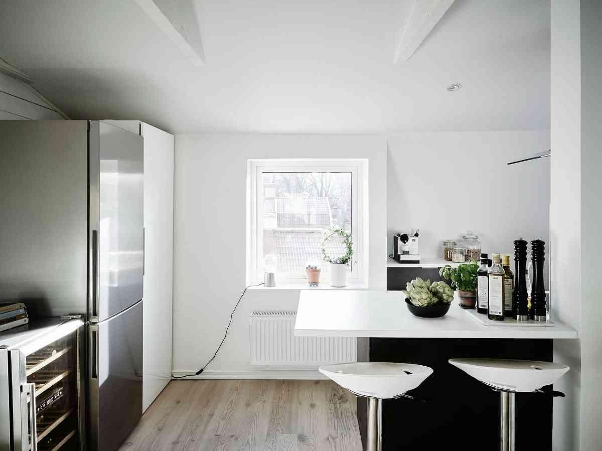 Ático de estilo nórdico - entrada a cocina