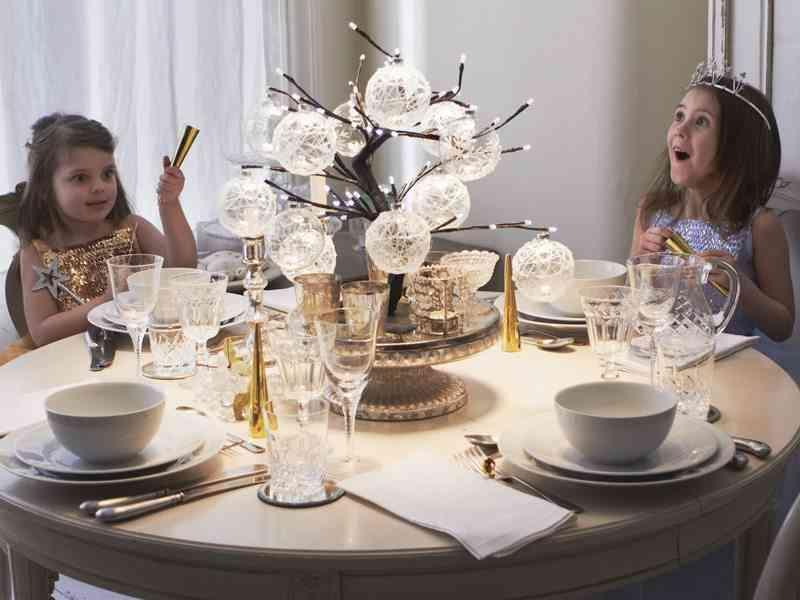centros de mesa navideños Centro de mesa con bolas