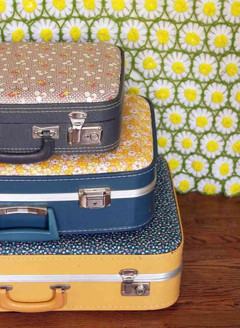 decorar con maletas antiguas con tela