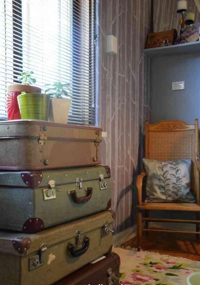 decorar con maletas antiguas habitacion