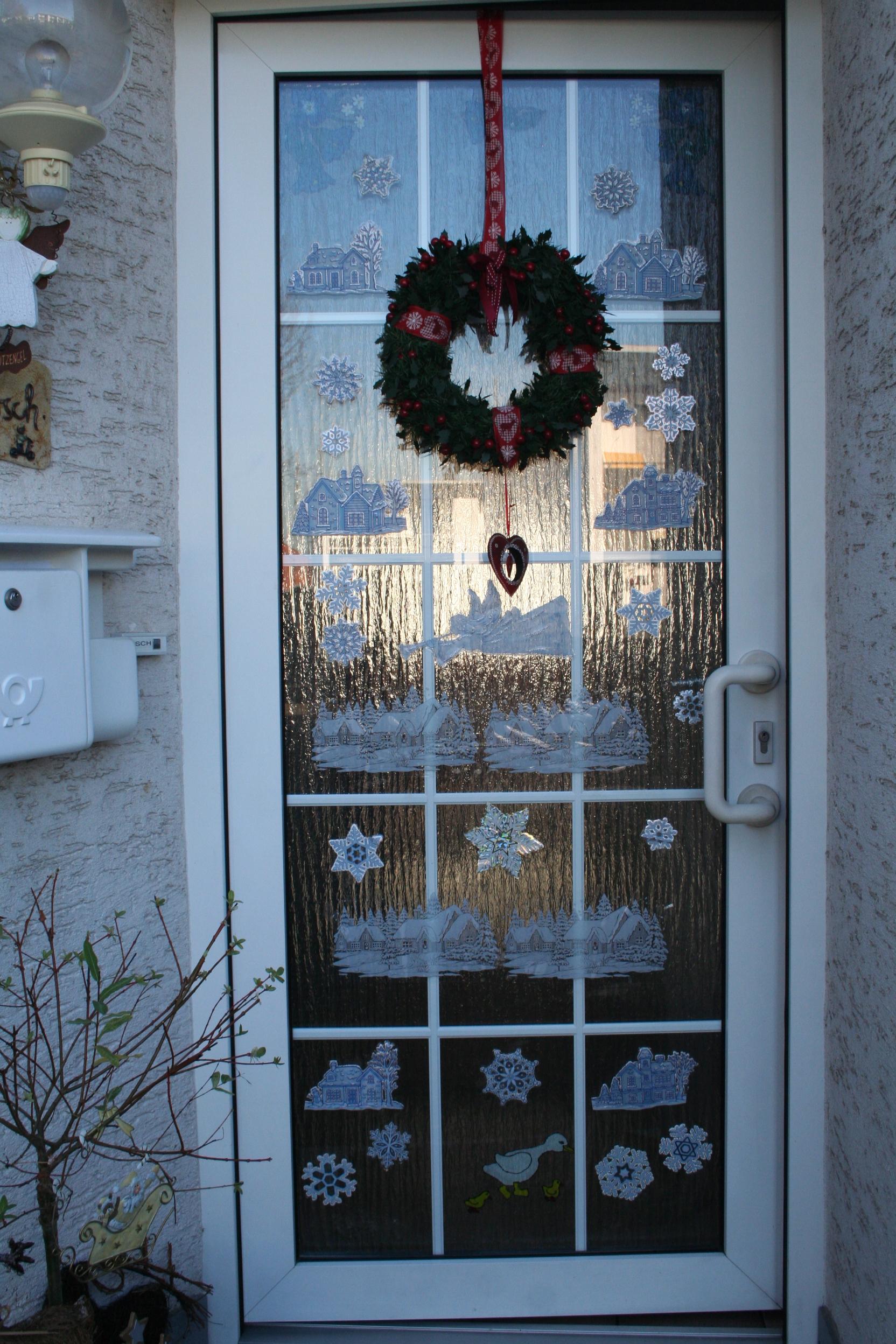 Decorar las puertas en Navidad