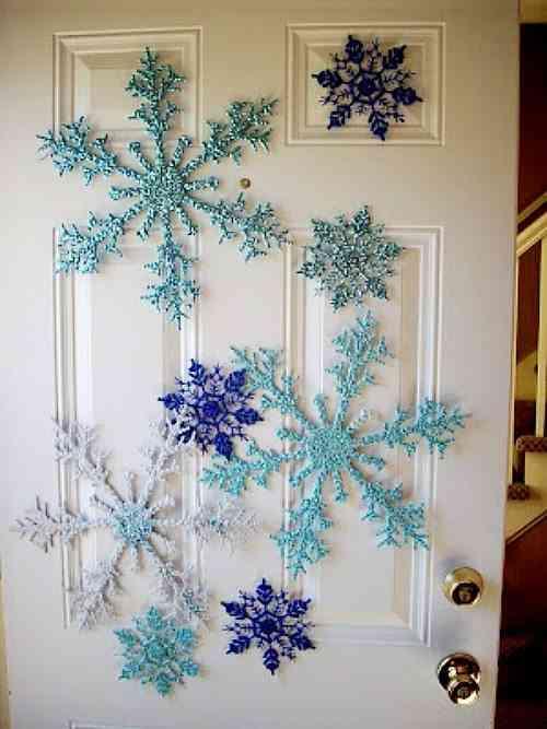 decorar puertas de Navidad copos