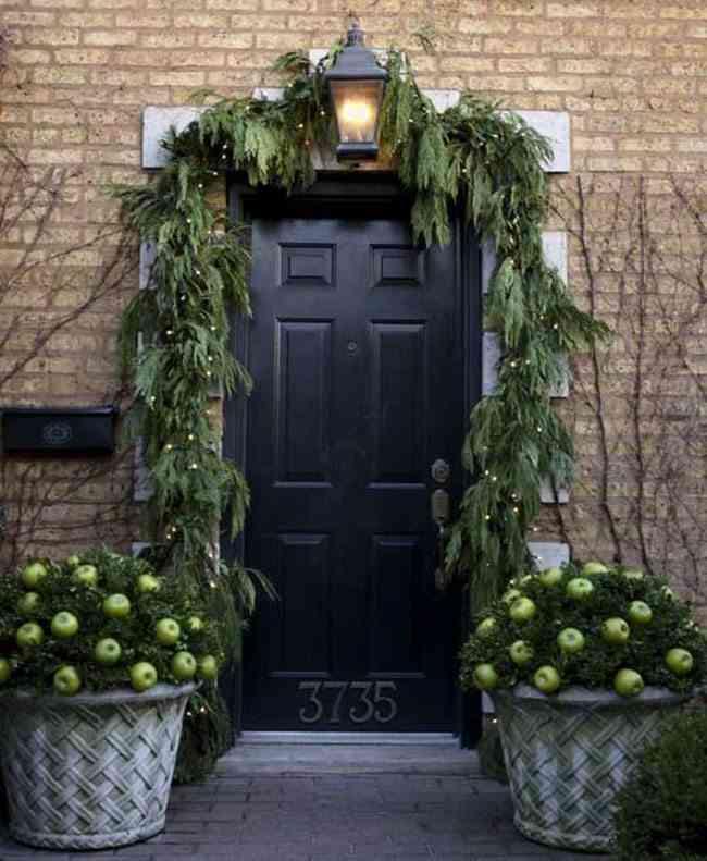 decorar puertas de Navidad vegetal