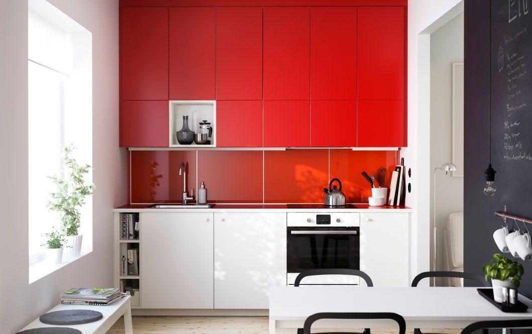 cocina en color rojo y blanco