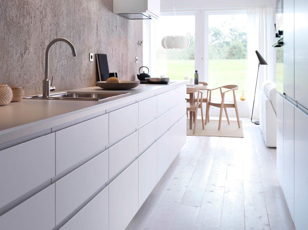 cocina en color blanco y beige