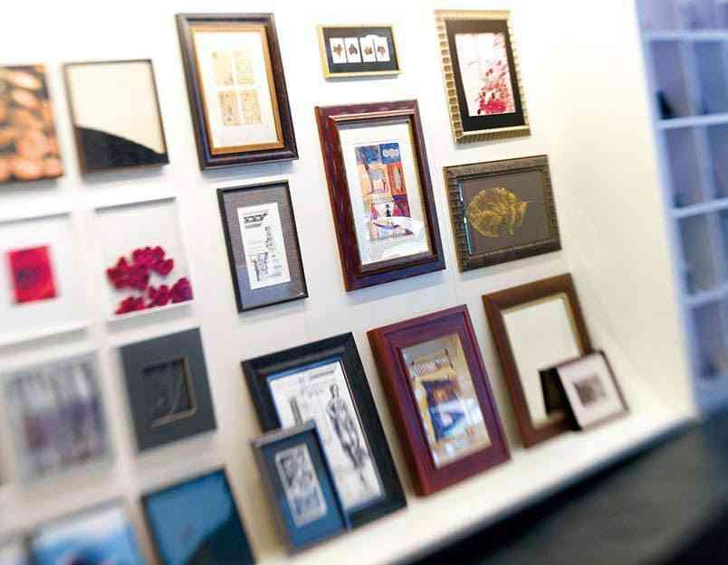 paredes con cuadros fann enmarcacion
