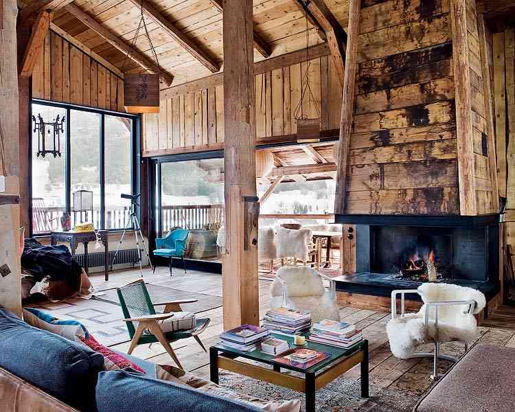 casa en los Alpes franceses chimenea salon