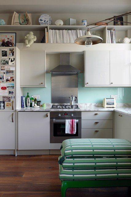 10 cocinas con personalidad y creativas para inspirarte for Colores en cocinas pequenas