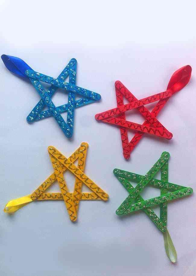 manualidades y adornos de Navidad estrellas de colores