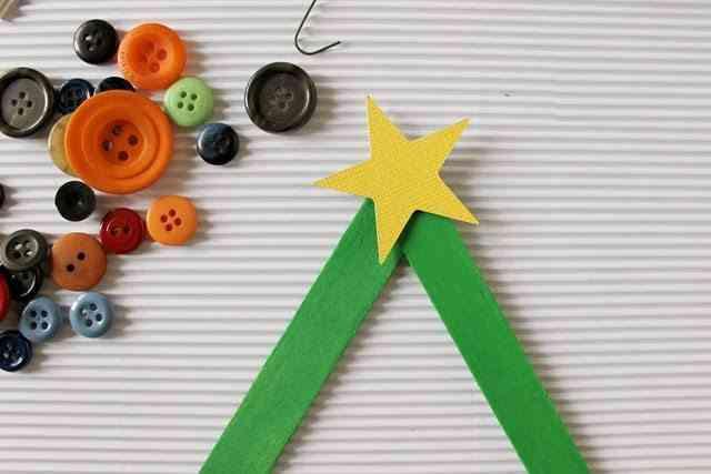 manualidades y adornos de Navidad pegar estrella