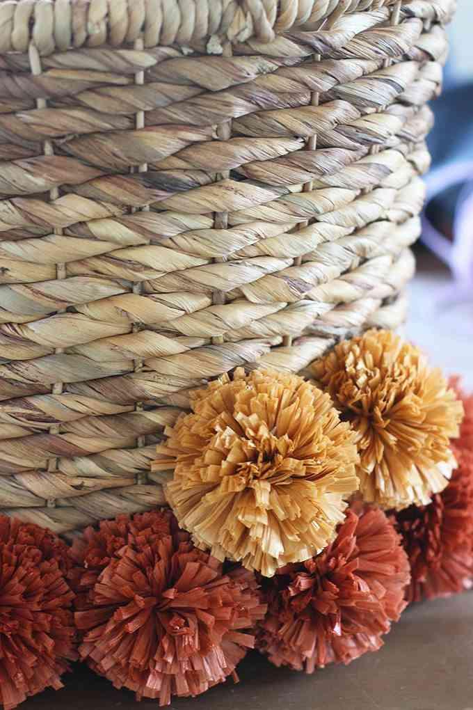 adornar la casa con pompones colores
