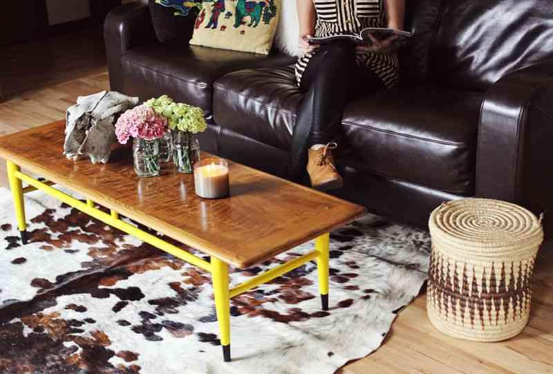 Decorar la casa con alfombras de piel de vaca