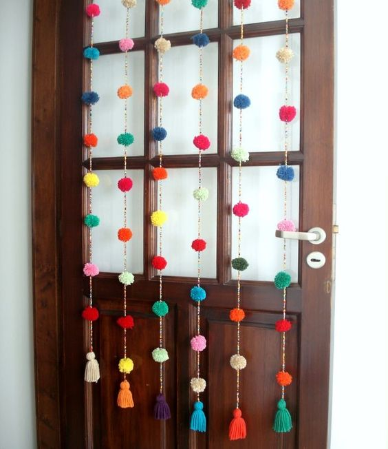 Ideas que te animar n a decorar con guirnaldas for Puertas recicladas para decorar