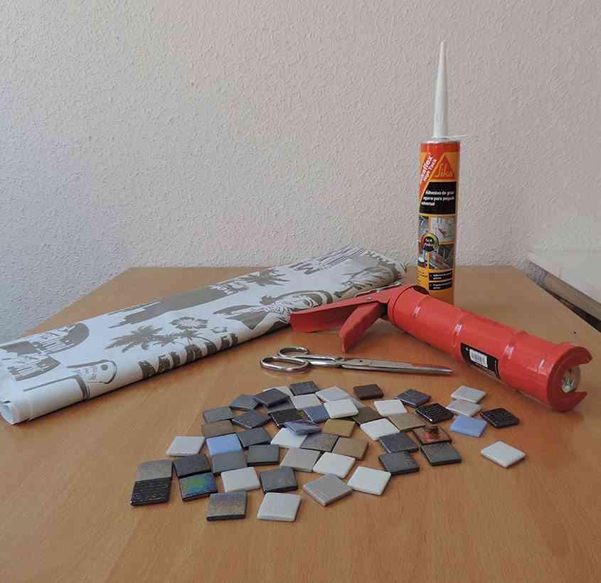 mantel individual con teselas Materiales