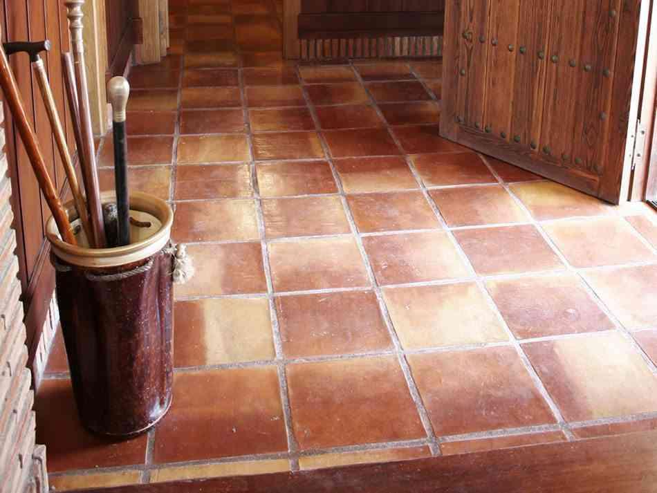 La belleza artesanal de los suelos de barro cocido - Suelos de ceramica rusticos ...