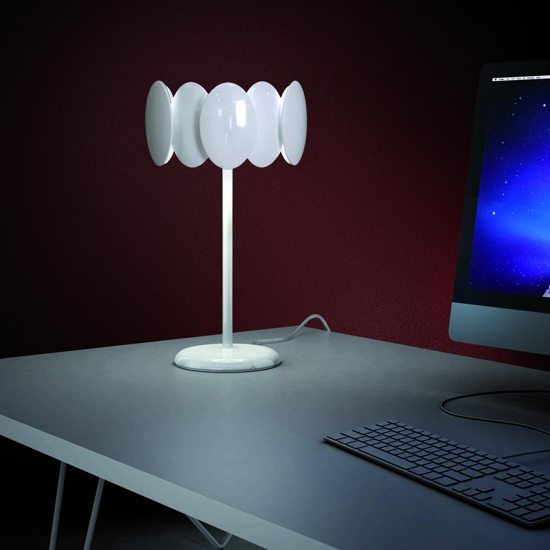 lampara obolo de milan ilumnacion sobre mesa