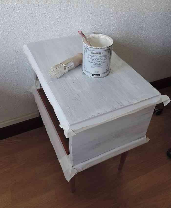 reciclar una mesilla de noche pintar