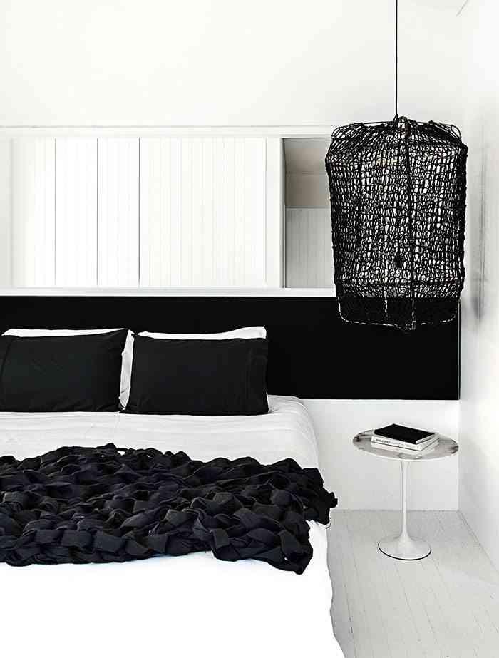 casa en blanco y negro dormitorio