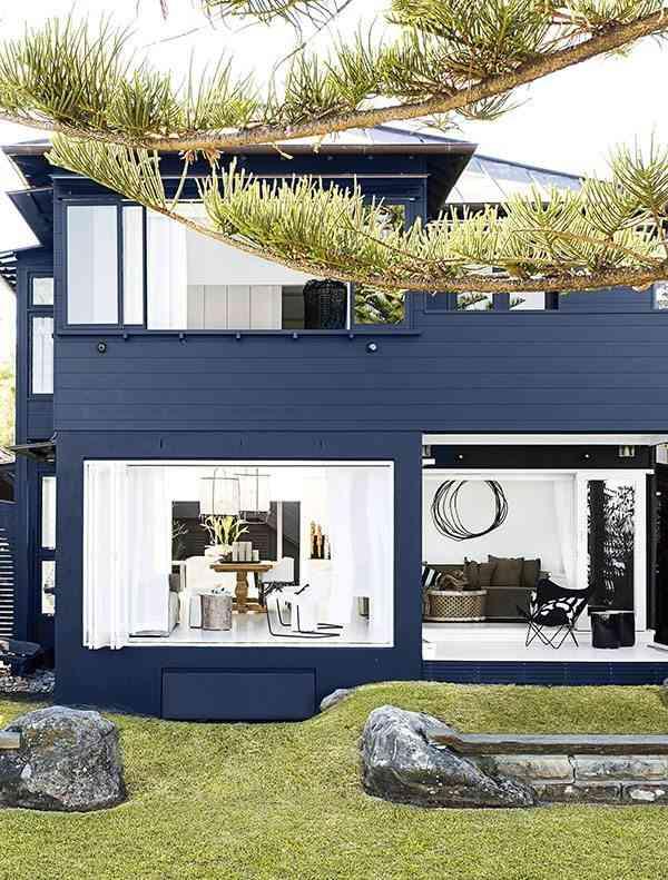 casa en blanco y negro fachada