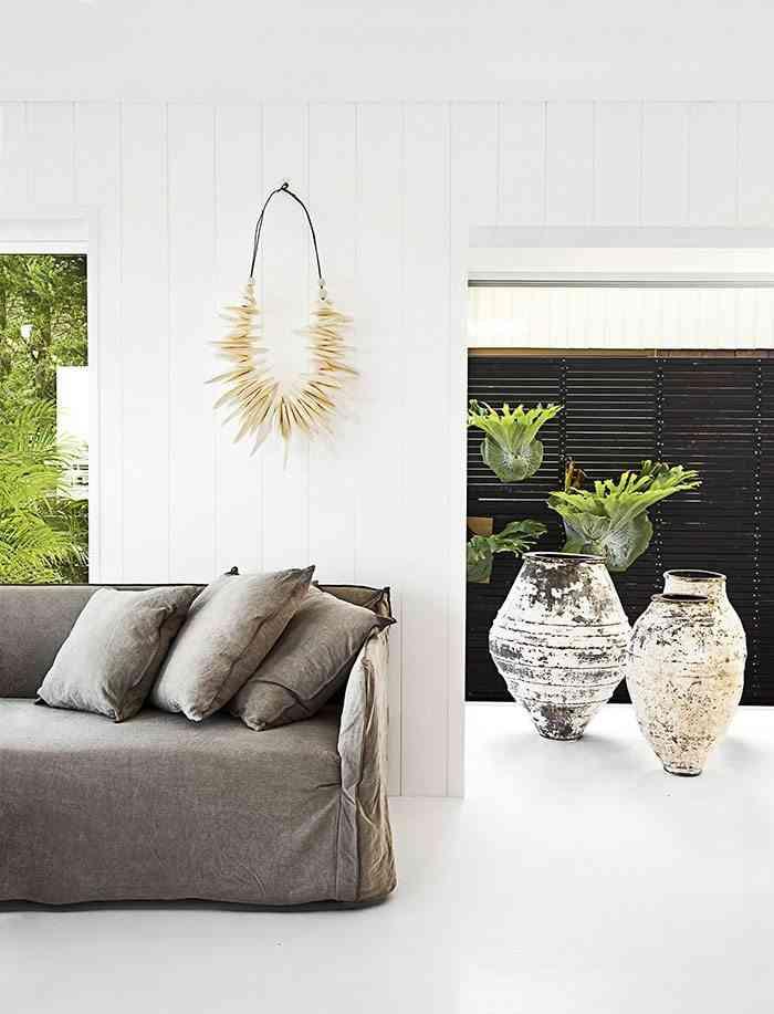 casa en blanco y negro sofa