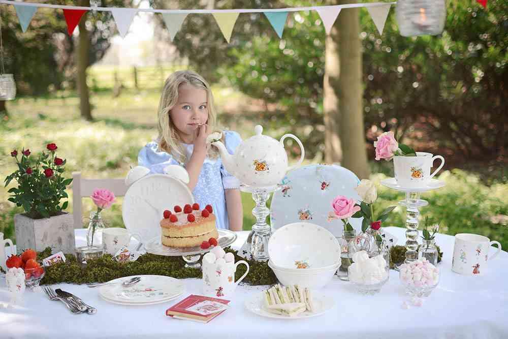 decoracion de fiestas de verano Sophie Allport nina