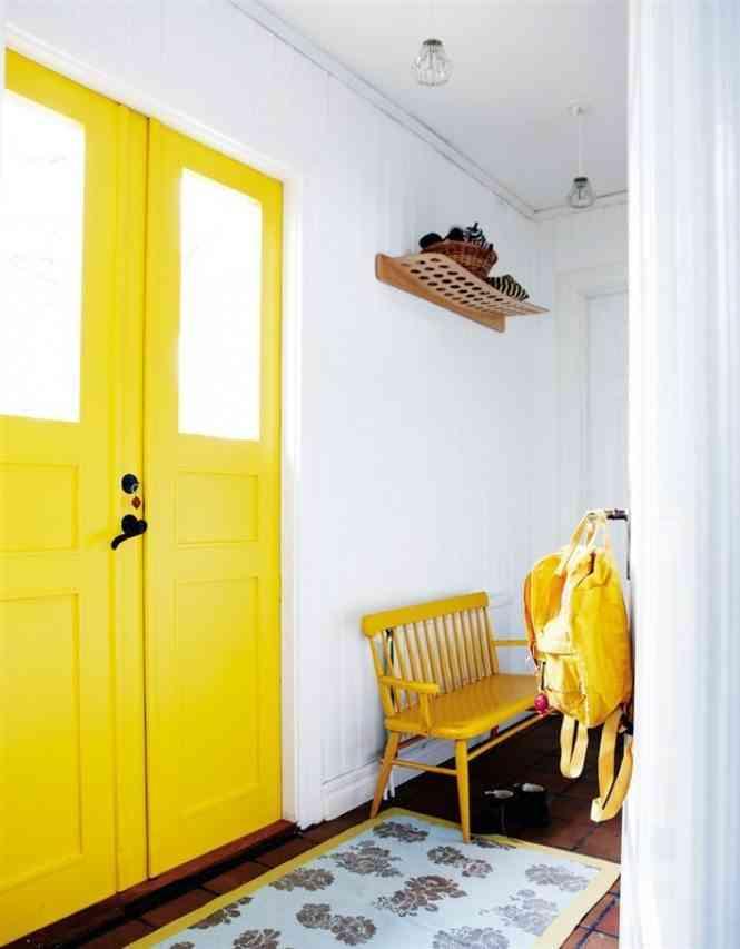 decoracion en amarillo home designing puerta