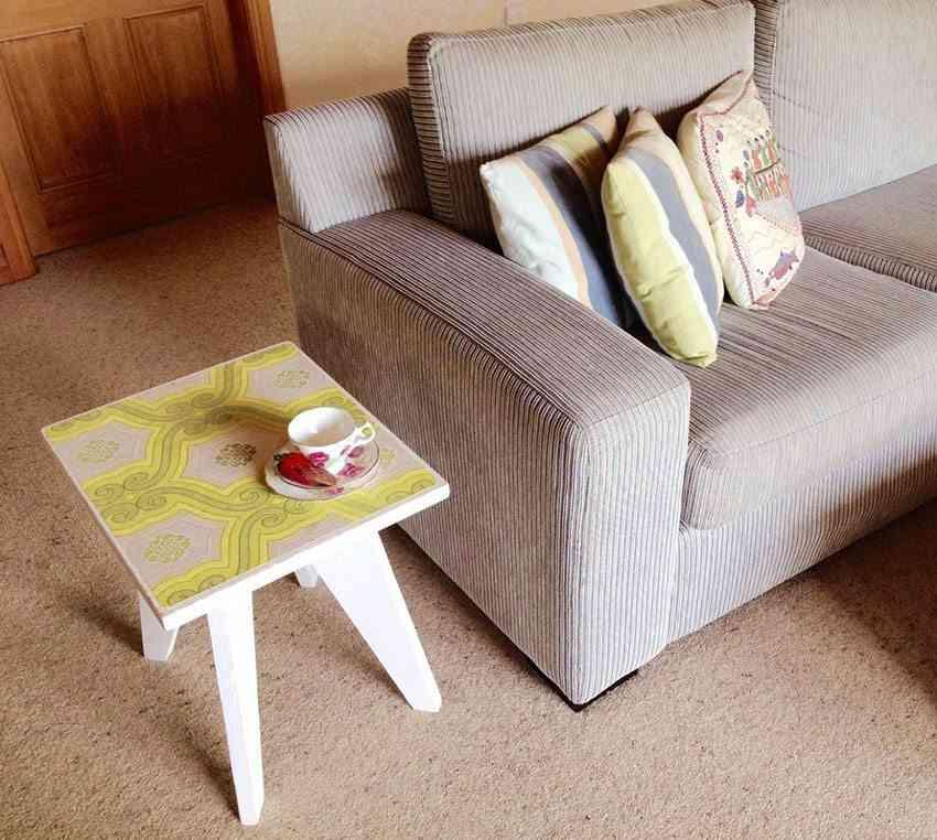 decoupage en madera mesa sofa