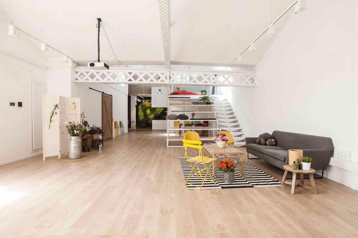 jardin vertical en la cocina -blancas-con-isla-espacio-mood-diseno-santos-8