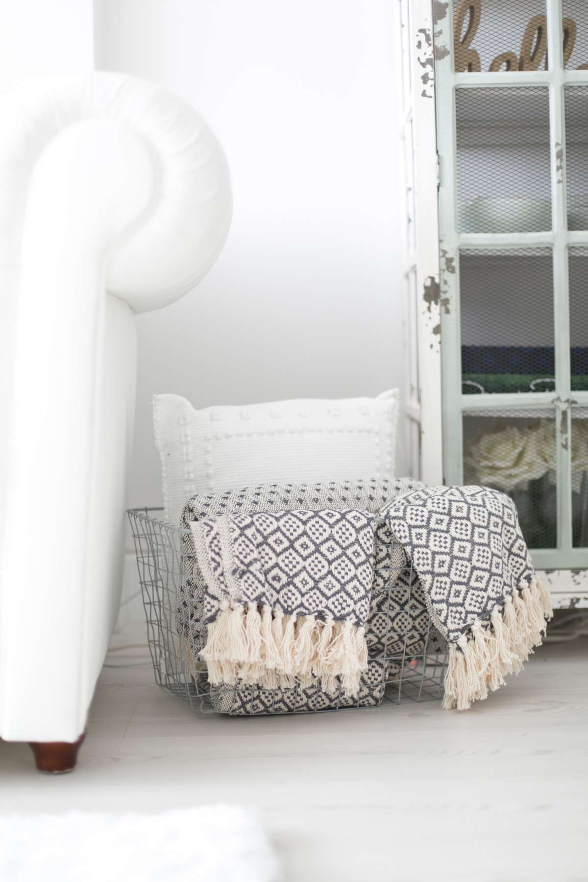 018 habitación decorada por Vintage Hunter para con dos tacones