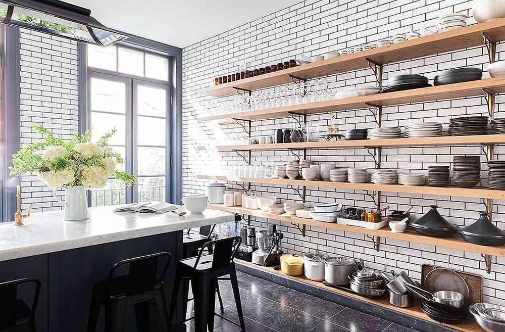casa sofisticada y familiar cocina estantes