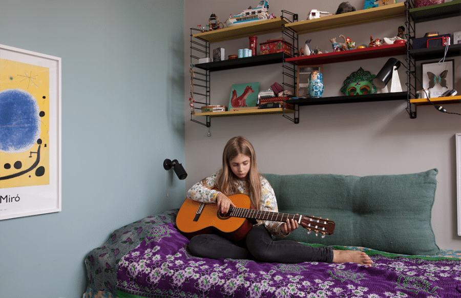 pintar un dormitorio juvenil milk jovencita