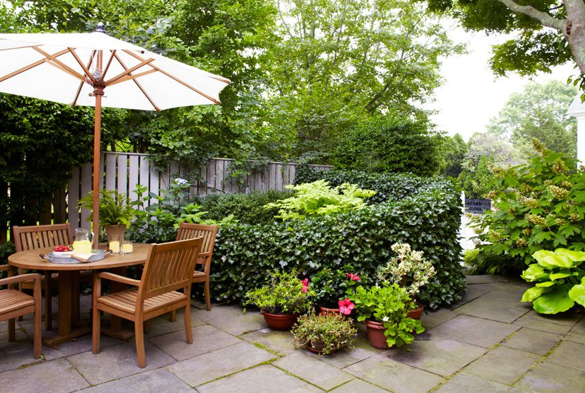 5 ideas para plantear y decorar jardines peque os - Landscaping for small spaces gallery ...
