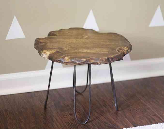 mesa auxiliar de madera y metal foto final