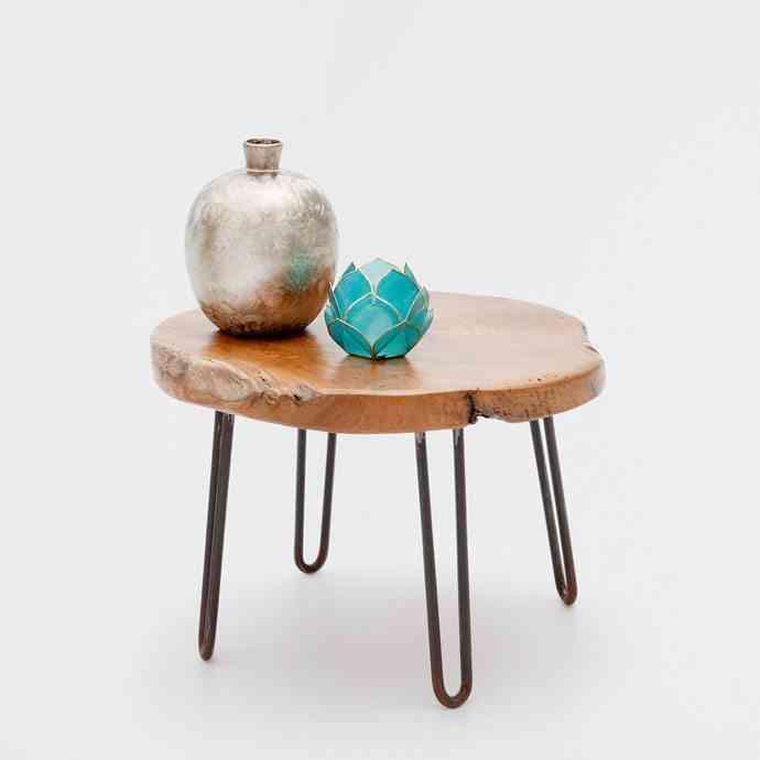 mesa auxiliar de madera y metal zara home 1