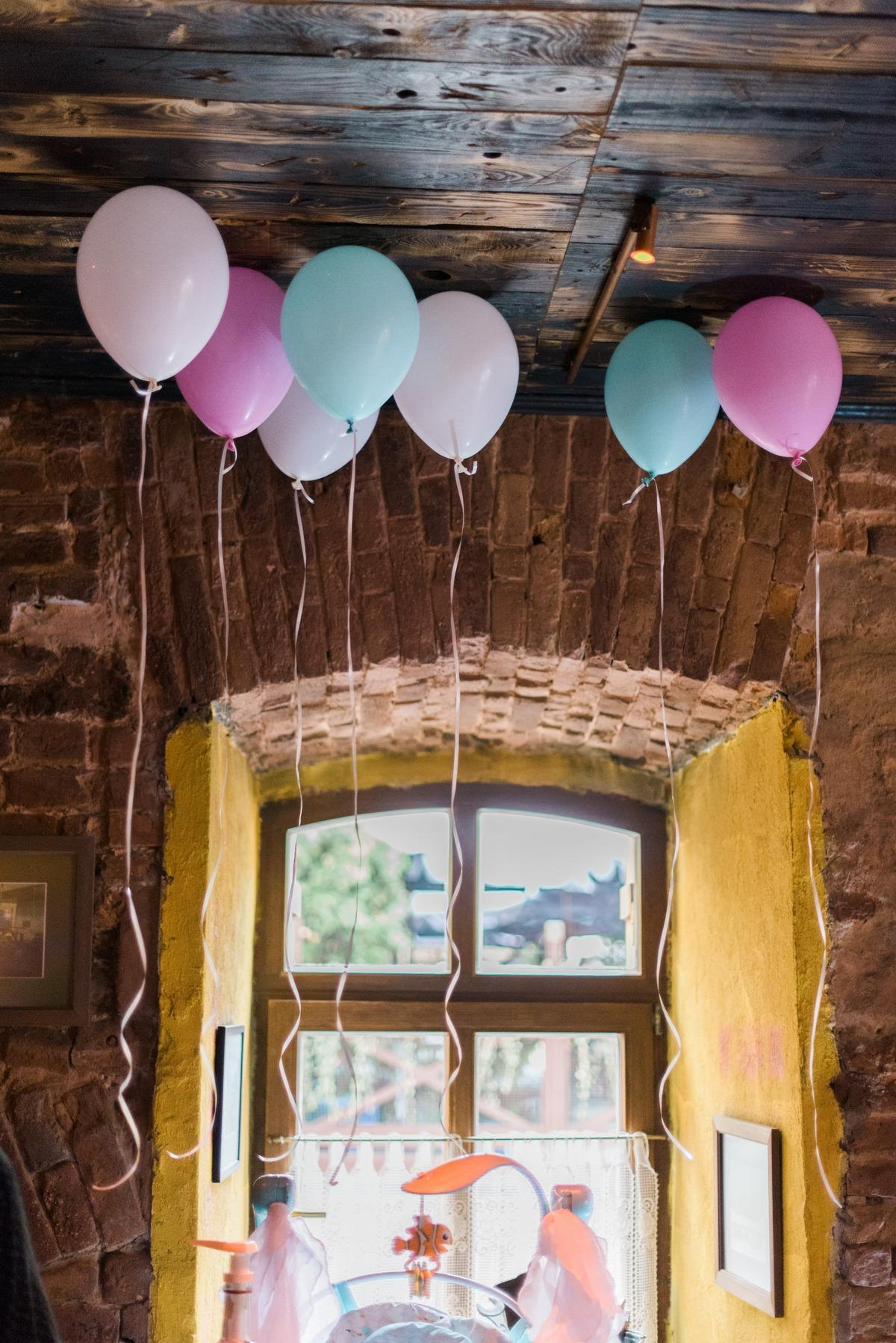 helio para fiestas - globos en el techo