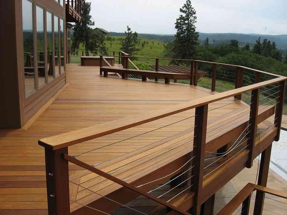 Los mejores suelos de madera para la terraza y el jard n for Suelos para jardin exterior