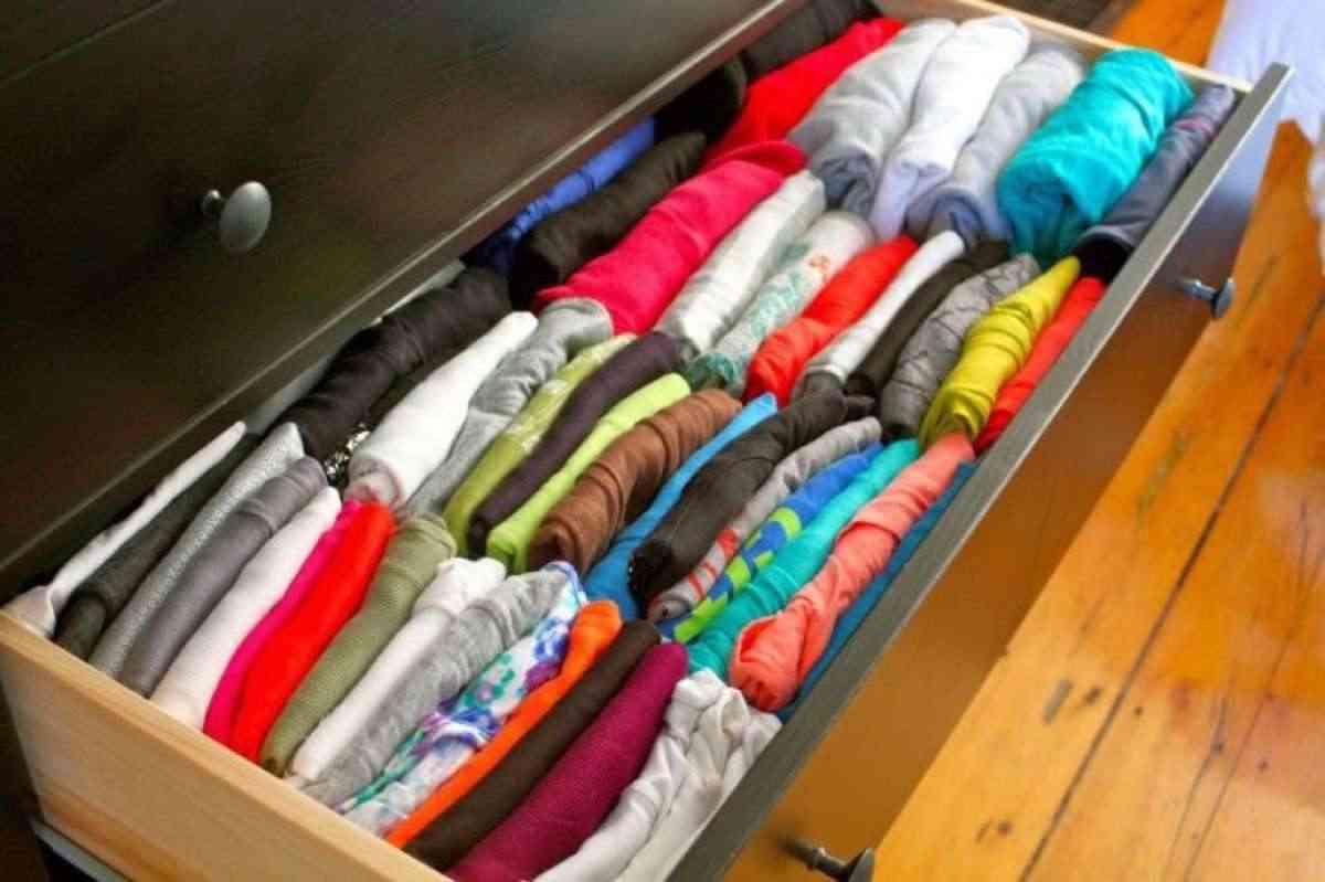 Distribuci n de armarios c mo organizar la ropa para tenerla ordenada - Organizar armarios empotrados ...