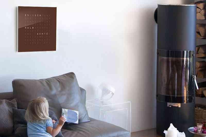 reloj de pared qlocktwo ideal para cualquier espacio
